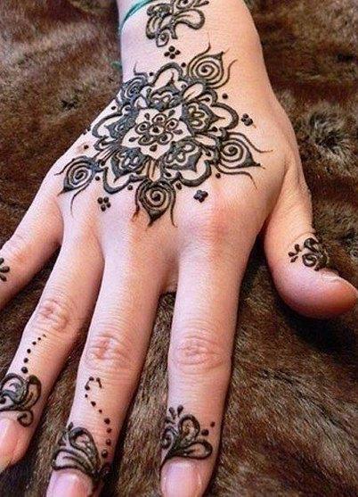фото рисунки на руке хной