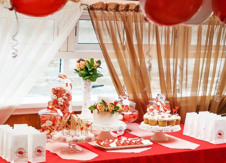 Как украсить стол на годовщину свадьбы своими руками фото 72