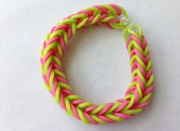 Плетение тройного браслетов из резинок