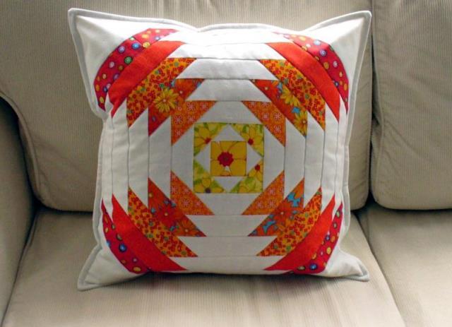 Плед и подушки, выполненные в