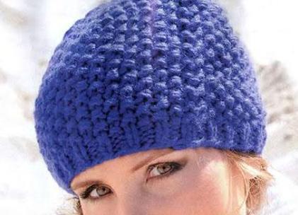 Связать шапку спицами может и начинающая вязальщица. . Чистые цвета и линии вязаных шапок подчеркнут красоту овала