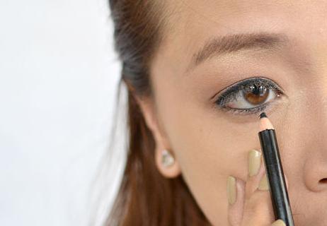 Как красить нижнее веко карандашом