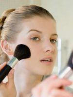 Как правильно краситься тональным кремом и пудрой?