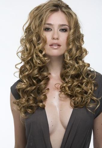 Как уложить кудрявые волосы в прическу