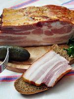 Как приготовить свиную грудинку в луковой шелухе?