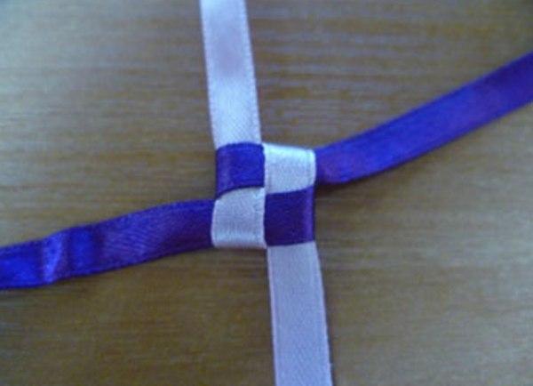 Плетение браслета лентами