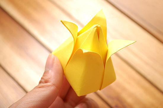 как сделать тюльпан из бумаги 16