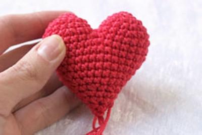 как связать сердечко крючком 4