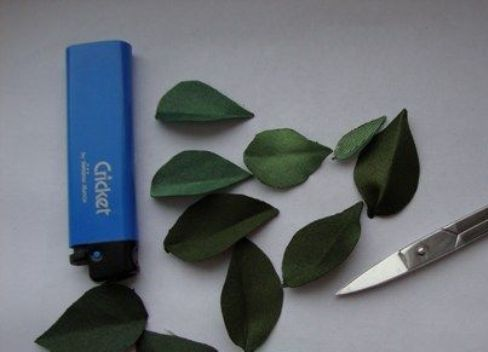 Вышивка листьев сирени лентами