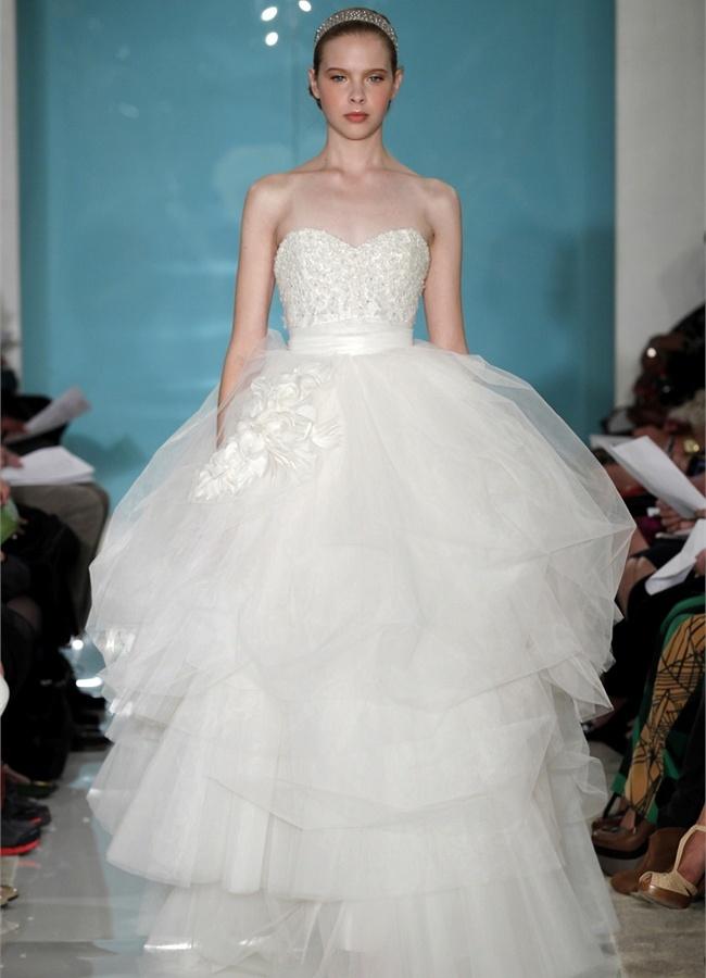 Цветные свадебные платья 2015 года. Мир моды разнообразен не только на классическую цветовую гамму, но и на холодные оттенки. Так, Monique Lhuillier создала