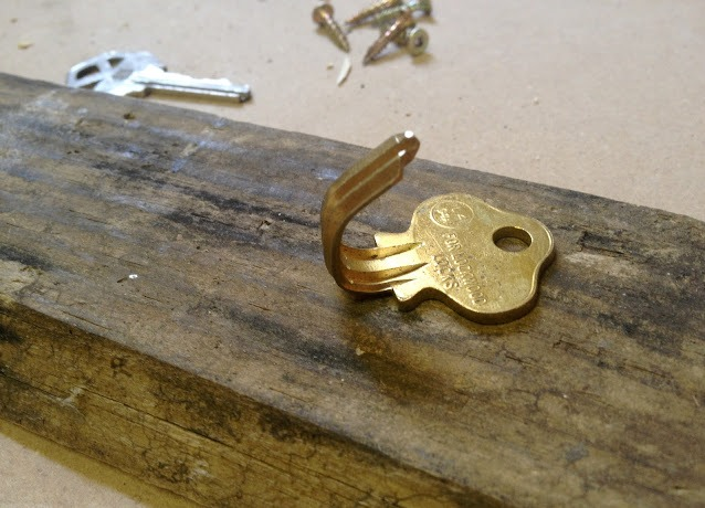 Настенная деревянная ключница своими руками