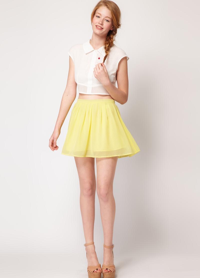 Фото красивых девушек с короткими юбками 30 фотография