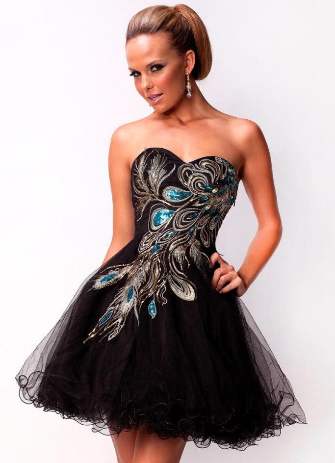 Можно просмотреть фото в интернете, чтобы подобрать варианты платья на выпускной. Но без примерки не обойтись, потому что платье должно быть очень