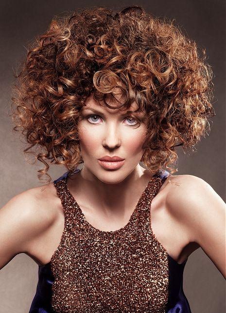 прически для пышных кудрявых волос