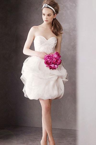 Изобр по > Короткое Свадебное Платье с Фатой