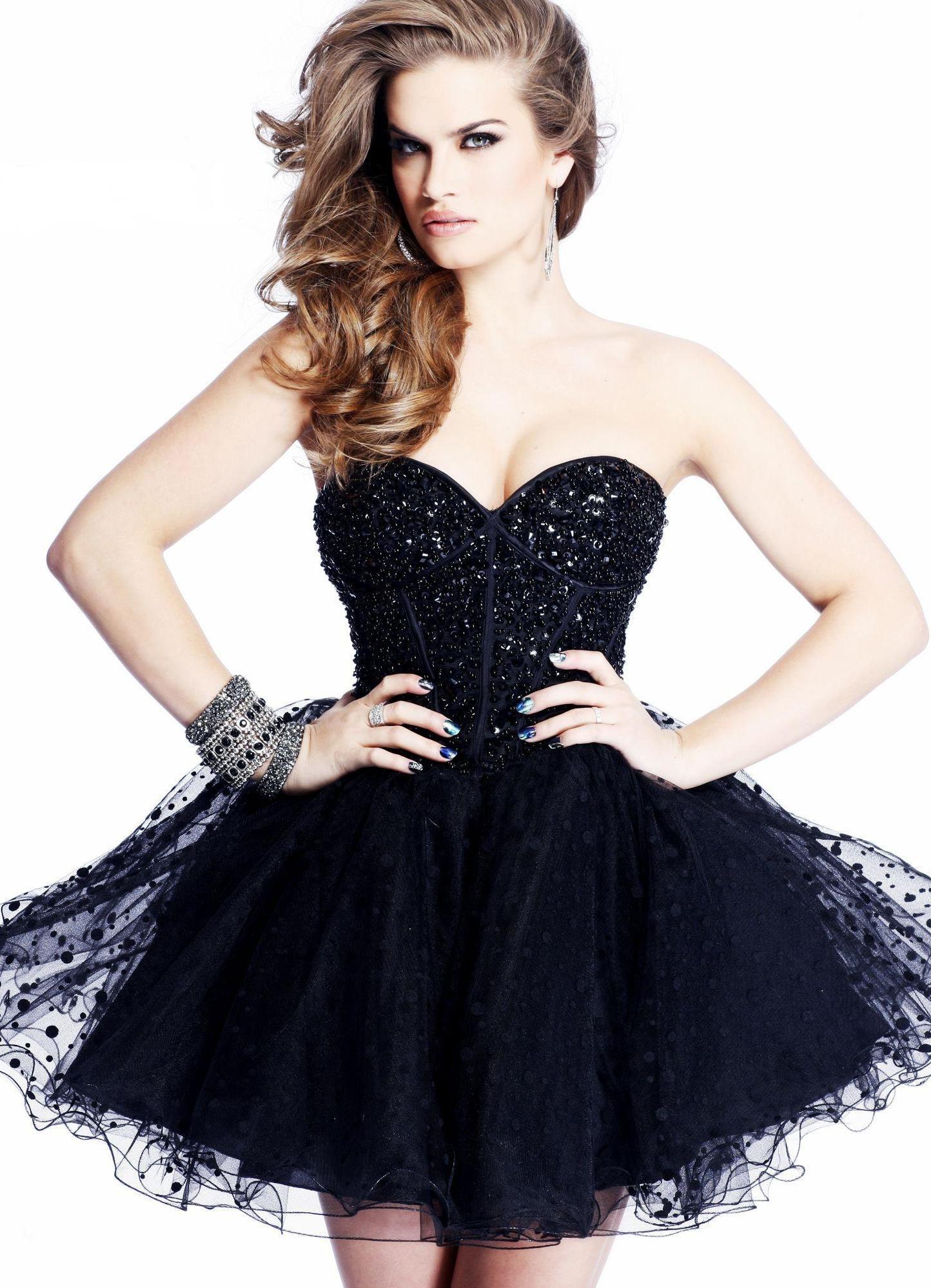 Платье пышное короткое с корсетом