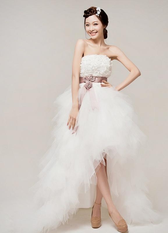 Платье короткое спереди с шлейфом