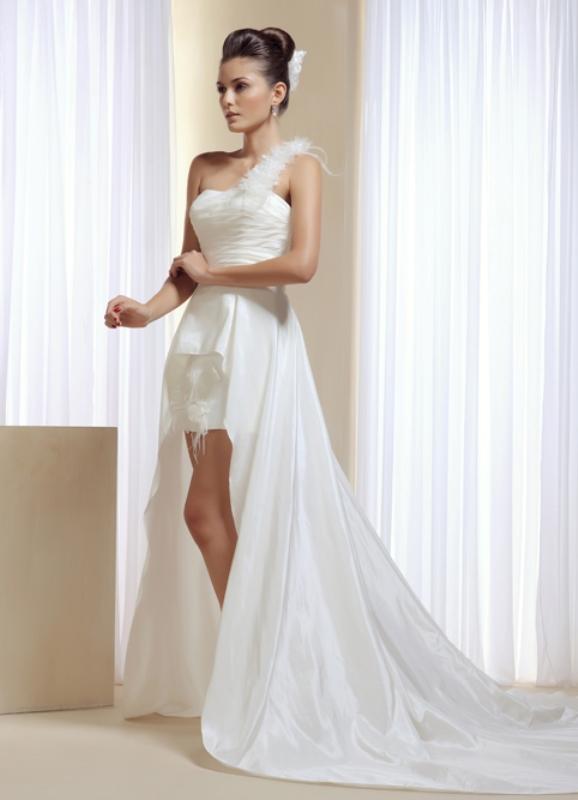 Короткие свадебные платья со шлейфом 3
