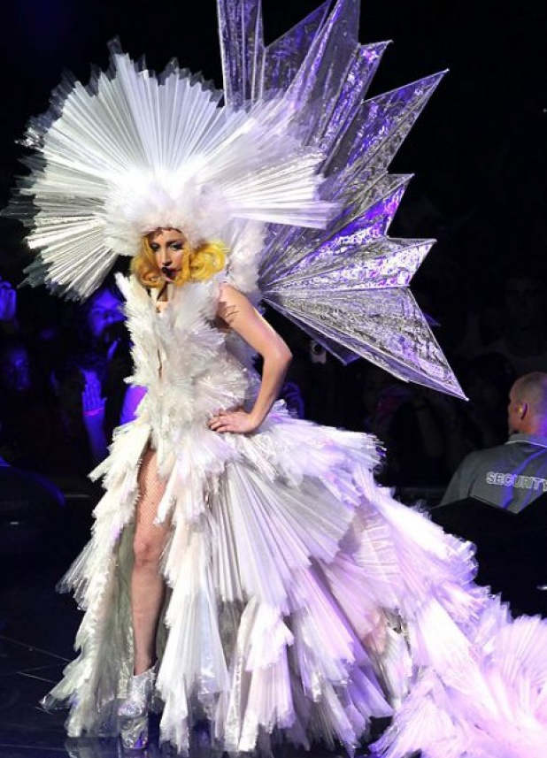 Прическа и костюм в сценическом образе