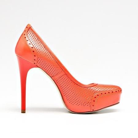 Туфли на тонкой шпильке можно считать самыми красивыми: такие модели отлично выглядят и в лаконичном варианте, где