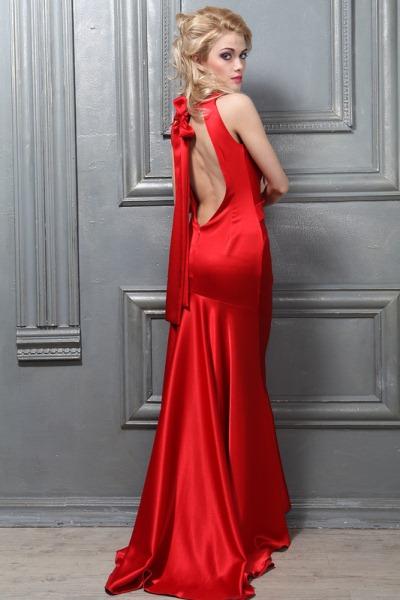Красное с белым платье в пол