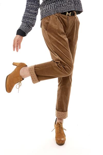 Модные вельветовые брюки