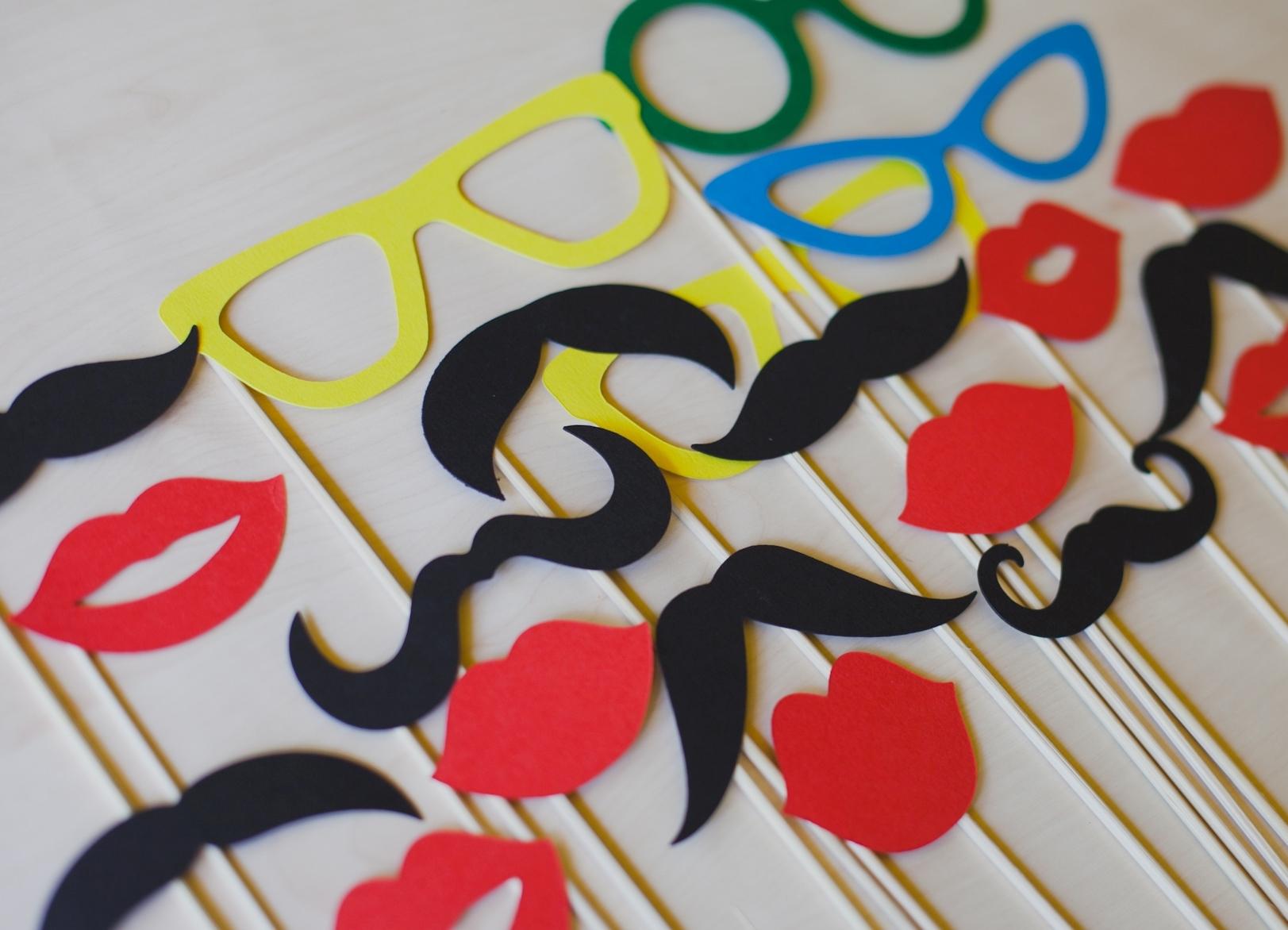 Усы на палочке для свадьбы фото