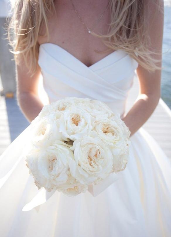 Букет невесты розы белые