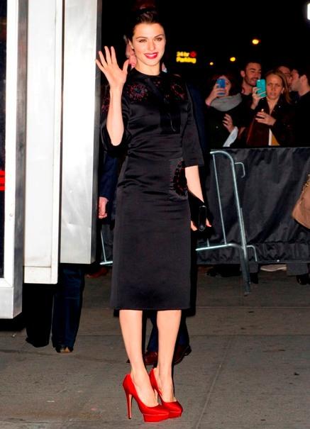 Уроки стиля чорное платье и красние туфли