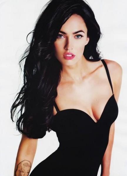 Какой цвет платья подходит к черным волосам