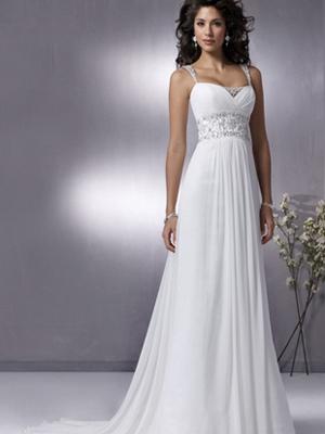Белое струящееся платье