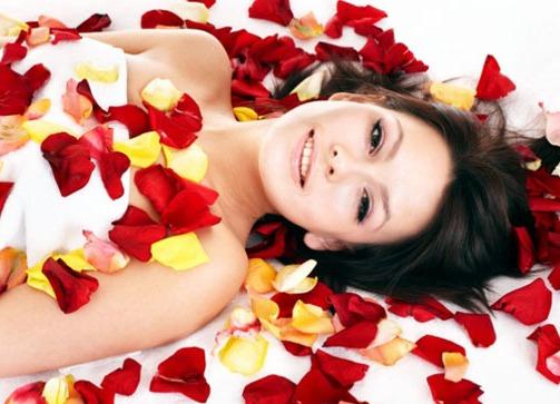 Идеи для фото с лепестками роз