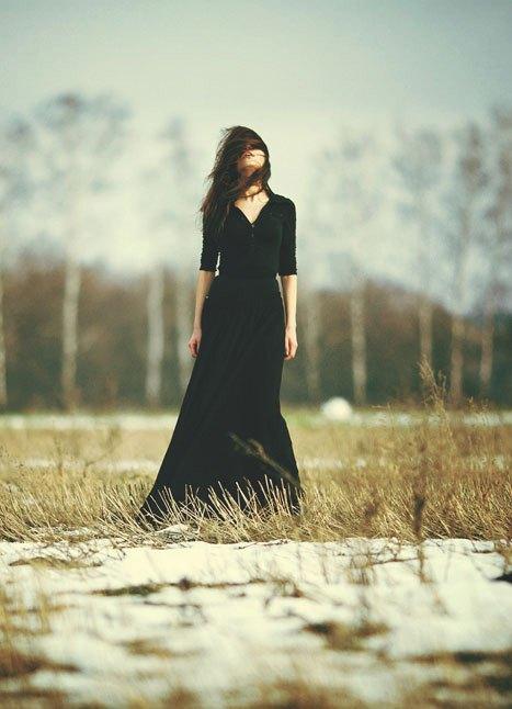 чёрное платье со шлейфом фото
