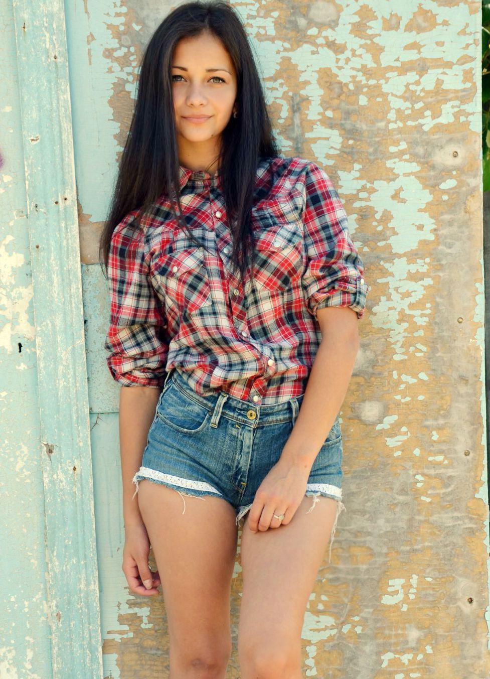 Девочка в шортах фотосет фото 380-478