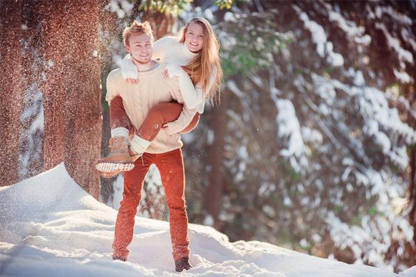 Идеи для зимней фотосессии в лесу фото девушки