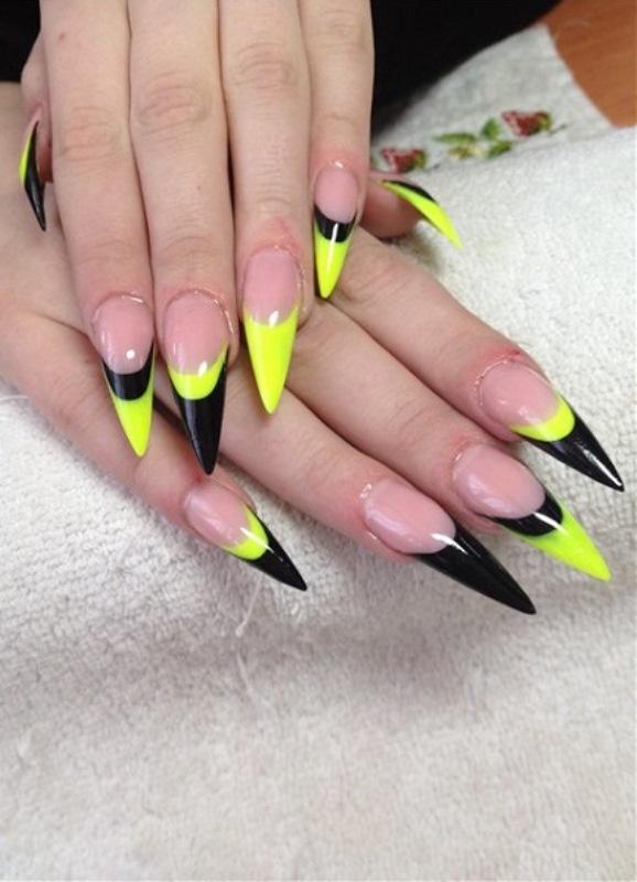 Разноцветный френч на острых ногтях