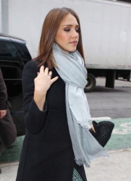 Руководство по стилю как носить женский головной платок с топами или рубашками с открытыми плечами новые фото