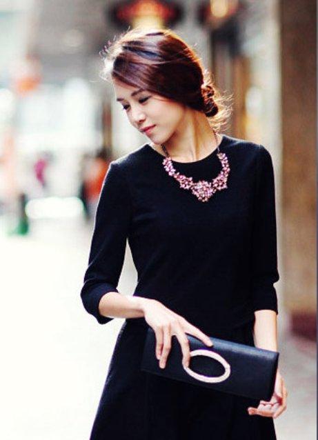 Как украсить черное маленькое платье