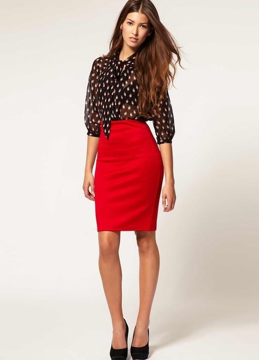 Красная трикотажная юбка карандаш