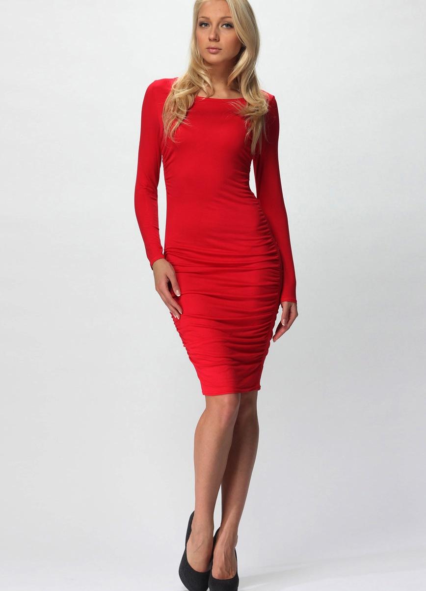 фото брюнеток в красном платье в колготках