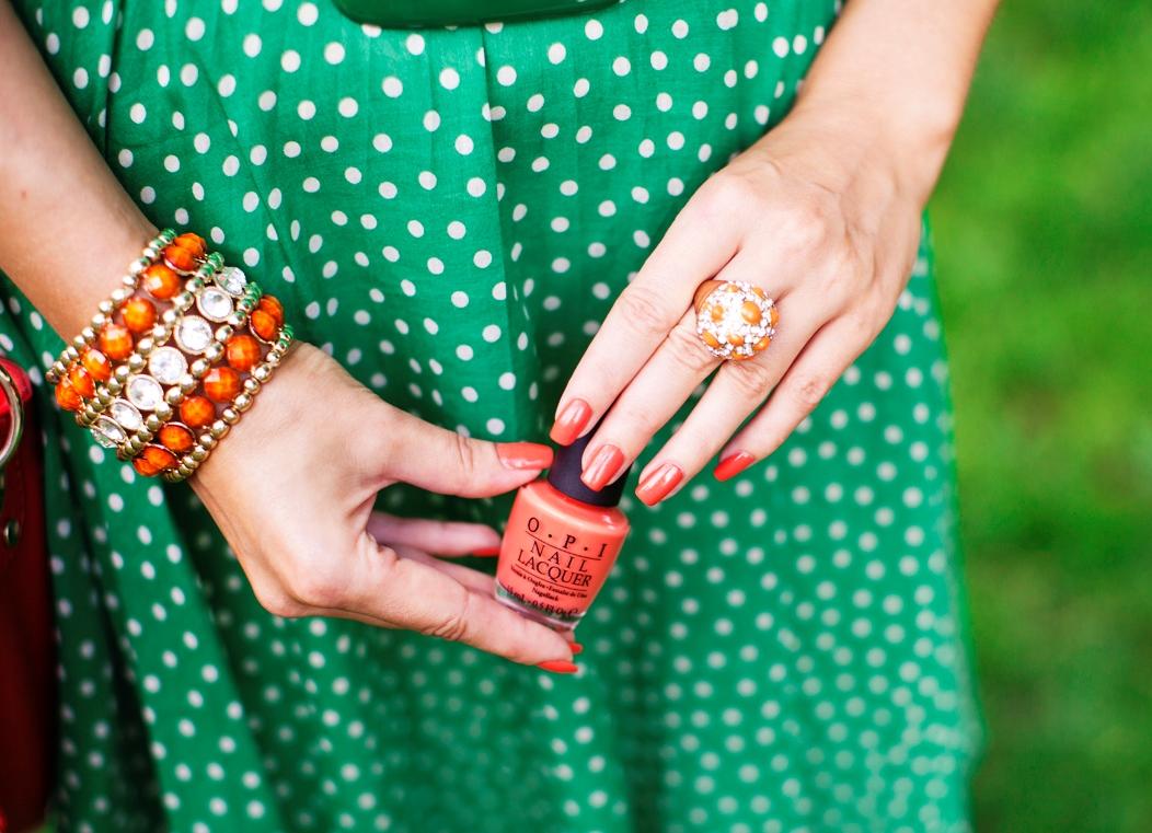 маникюр к зелёному платью фото