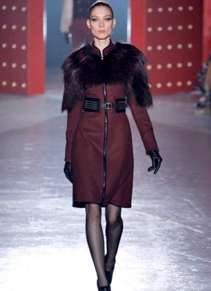 Еще один модный вариант верхней одежды - это кейп, хотя, конечно, он не достаточно