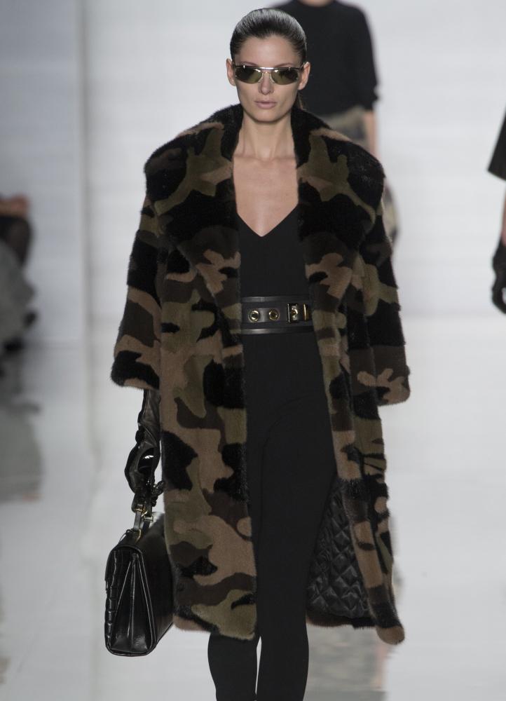 В этом осенне-зимнем сезоне милитари - один из главных трендов. . Мода весна-лето 2015 тоже продолжит эту тенденцию