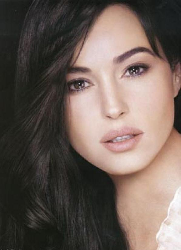 Моника Белуччи без макияжа: http://womanadvice.ru/monika-beluchchi-bez-makiyazha
