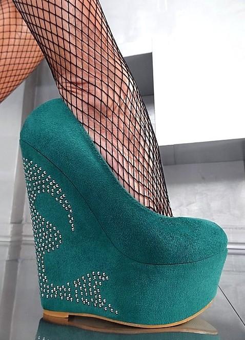 Туфли на высоком каблуке и платформе фото