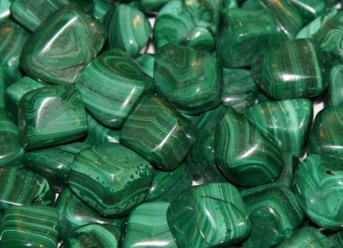 Полудрагоценные камни зеленого цвета