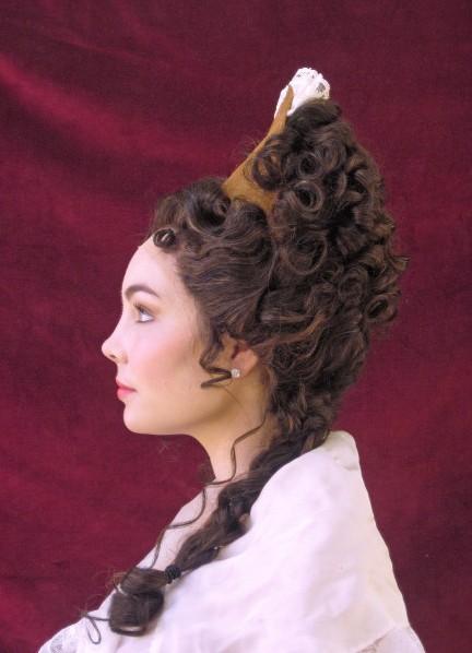 женские прически в стиле барокко и рококо с фото