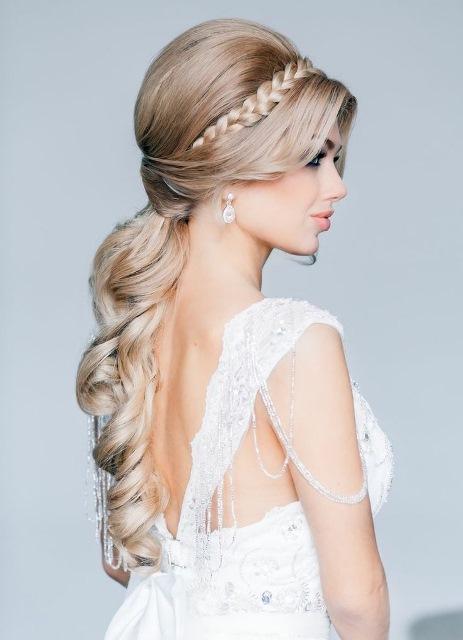 Важно помнить, что лучшие свадебные прически не просто соответствуют моде, но и подчеркивают индивидуальность и красоту невесты