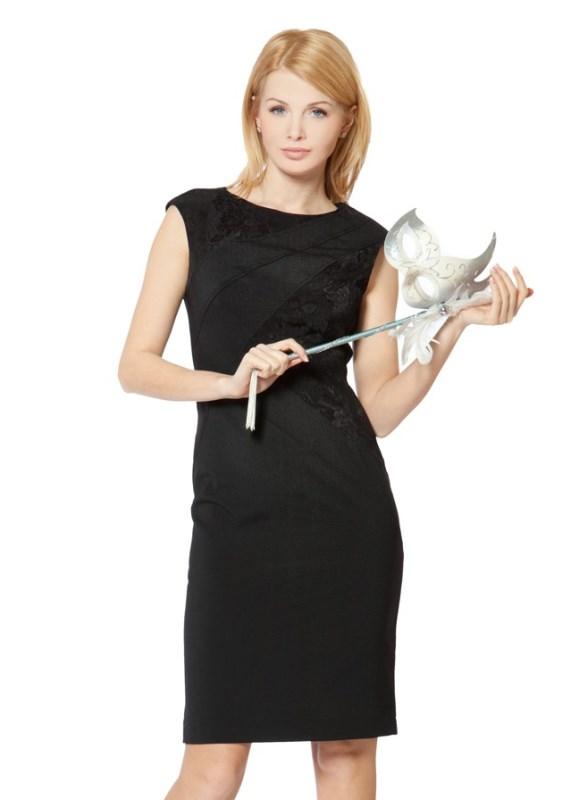 Черное платье без рукавов с воротником