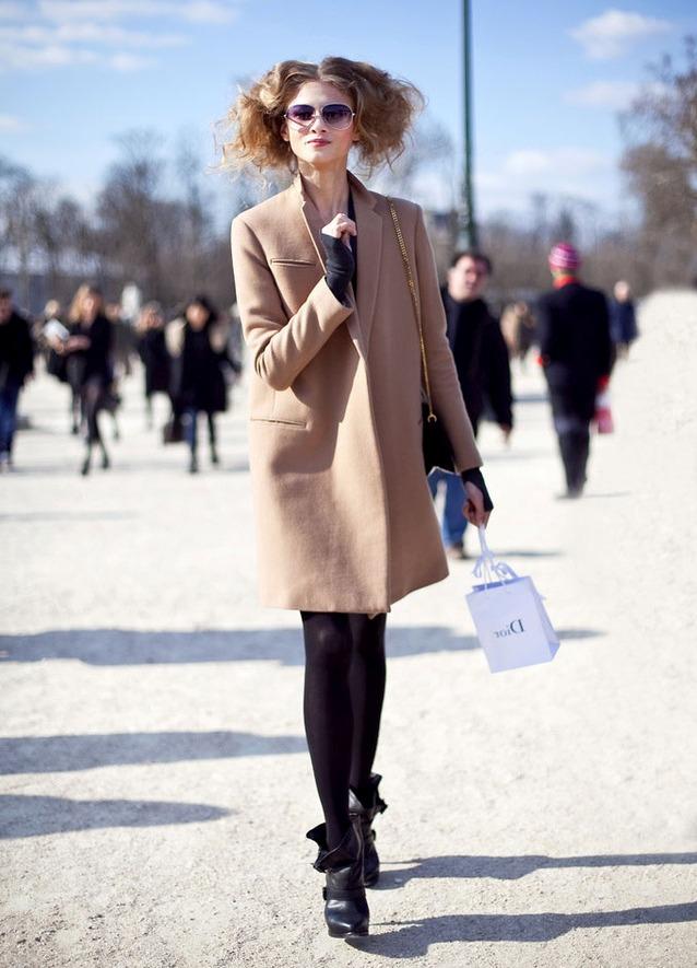 С чем носить коричневое пальто